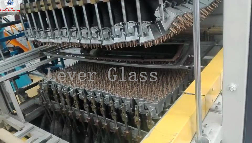 Automotive Rear glass toughening furnace / double curvature glass with moulds pressing supplier